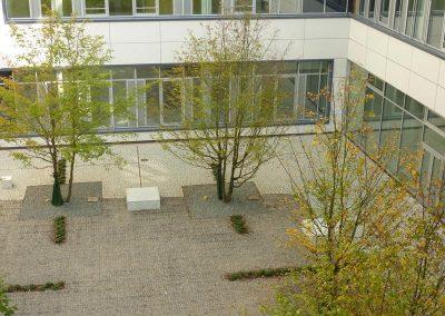 Neuanlage von Vorplatz und Innenhof