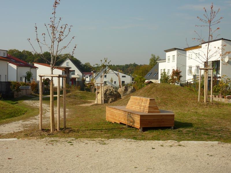 Sitzgelegenheit bei Spielplatz in Spardorf